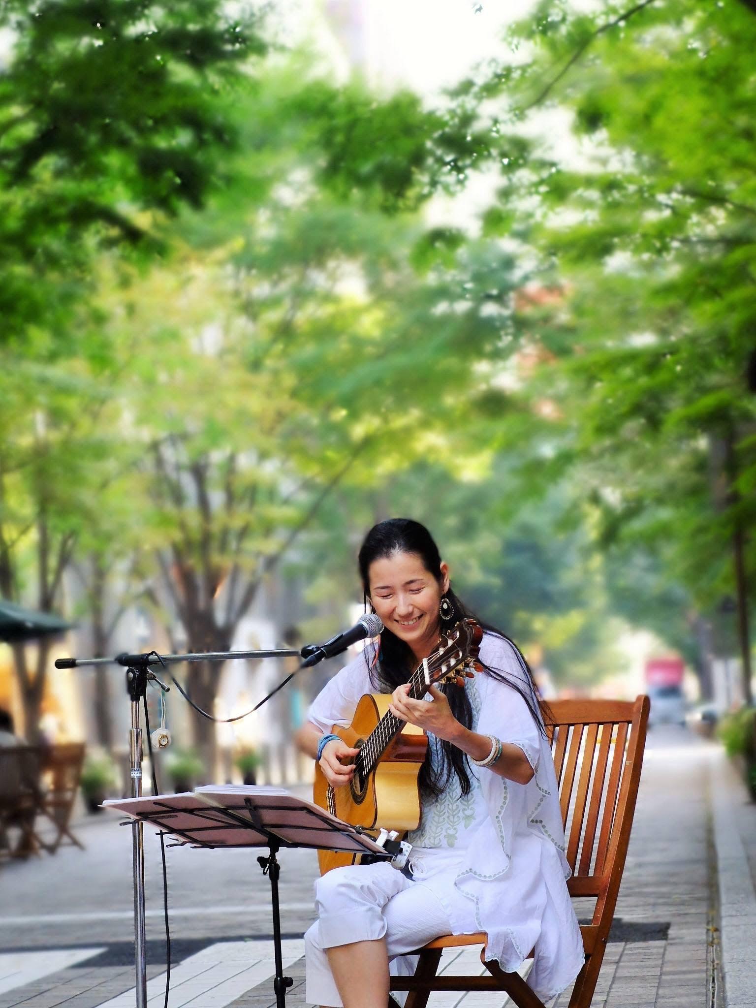 2015年(かな?)丸の内 野外イベント・NPO法人 街角に音楽を(Photo: Fusao Ito)