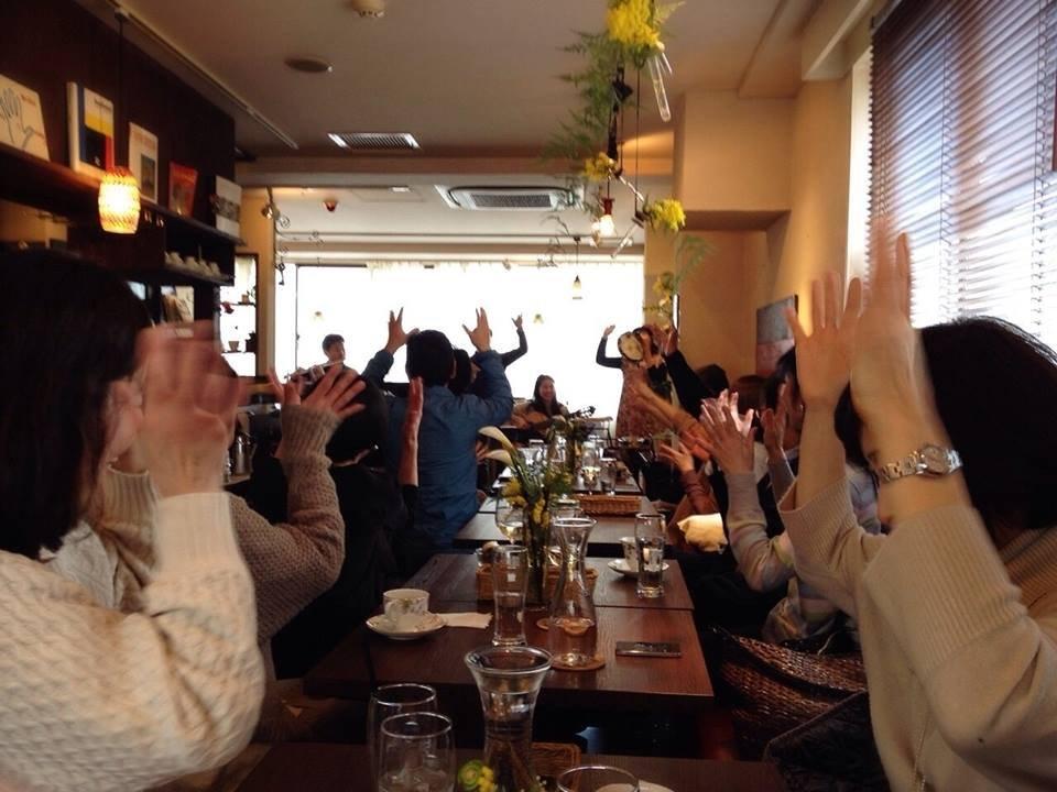 2014年・吉祥寺カフェ・ルミエールにて。リトミックも取り入れた、家族で楽しむボサノヴァ・ランチライブ。フルート川満直哉さん、パーカッション&リトミックRINDA☆さんと