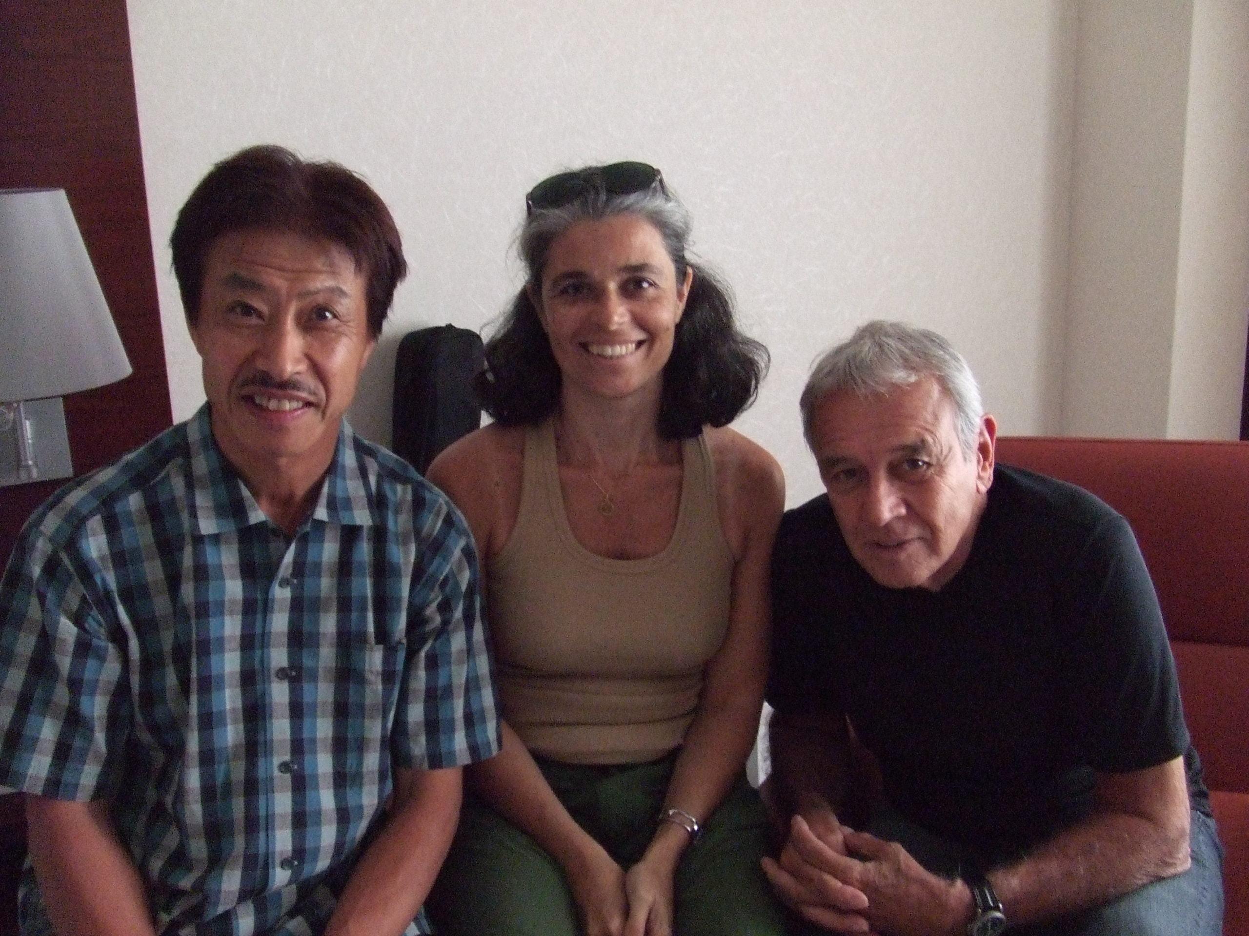 2007年カルロス・リラさんと(Aruanda録音時)プロデューサーの吉田和雄さんとリラさんご夫妻