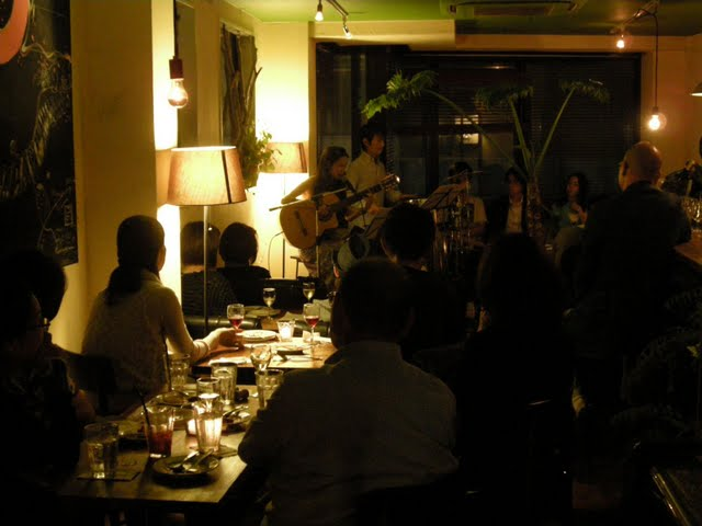 2009年・渋谷のカフェにて(w/服部正美(perc))