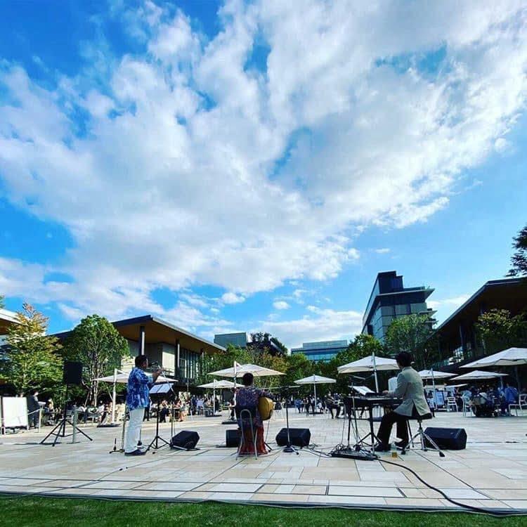 2020年・立川グリーン・スプリングスでの野外イベント。ピアノ神村晃司さん、フルート川満直哉さんと