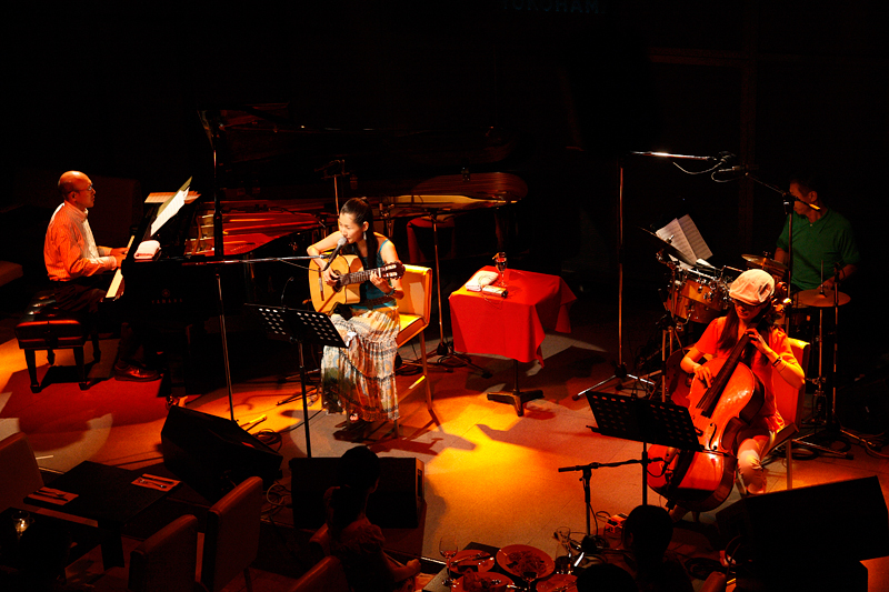 2006年・懐かしいシリーズ・・銀座No Bird(だと思います)ピアノ二村希一さん、チェロ平山織絵さん、ドラム吉田和雄さんと。